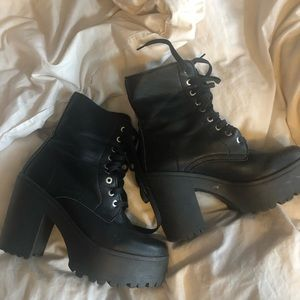 Steve Madden Lace Up Chubky Boots